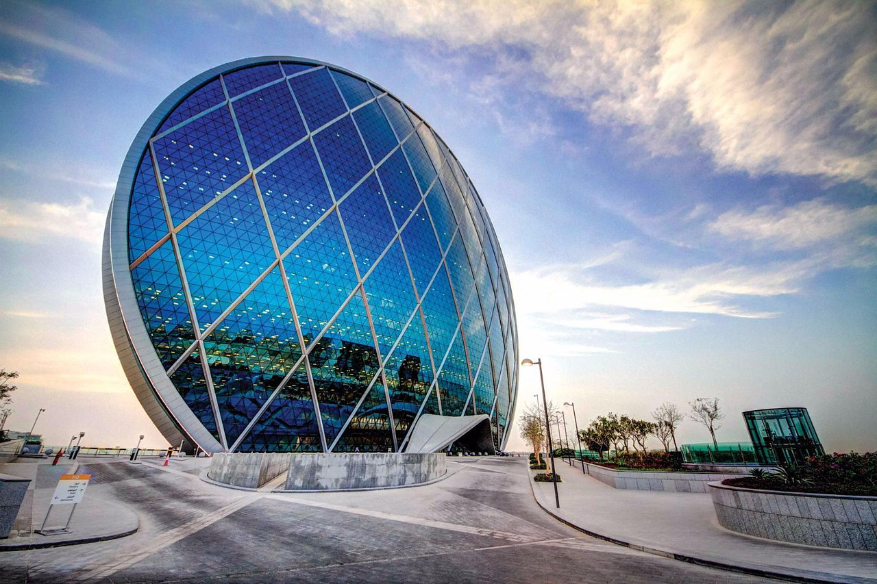 большое офисное здание