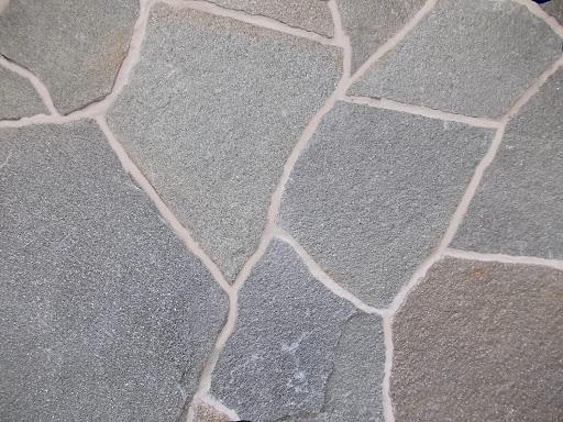 Камень-плитняк и речной булыжник
